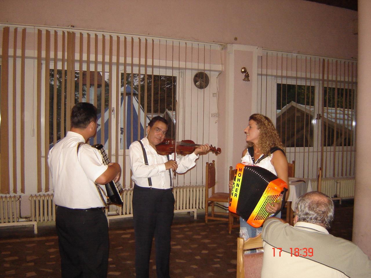 Dorothée LHOIR et les musiciens locaux